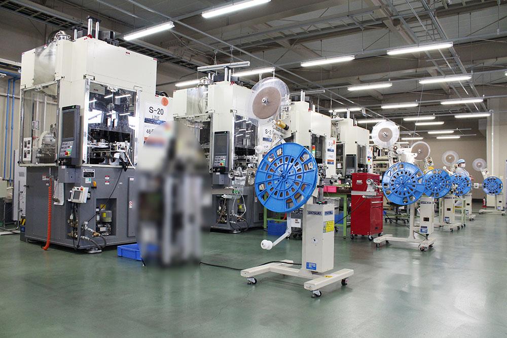 富山工場設備の成型設備1
