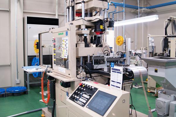 富山工場設備の成型設備4